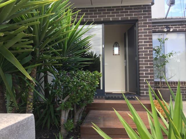 Casa Windsor - warm, friendly & inviting hosts - Footscray - House