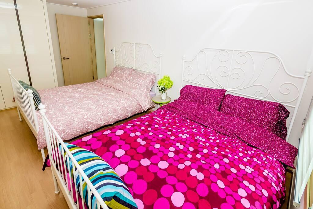 BED room - Two queen beds