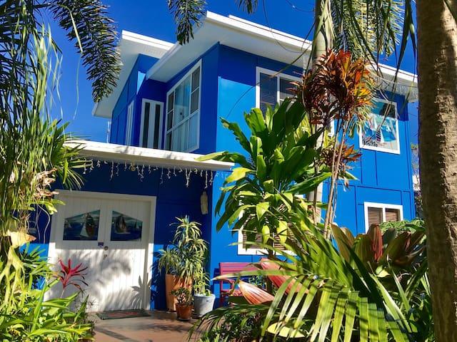 Unique Fun Beach House with Self Cont Unit
