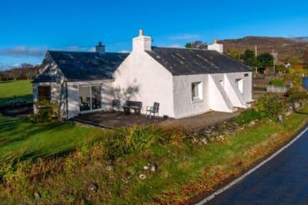 Tigh Grianach Cottage - North Connel
