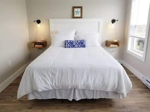 Beautiful and Private 4-Star Suite 4
