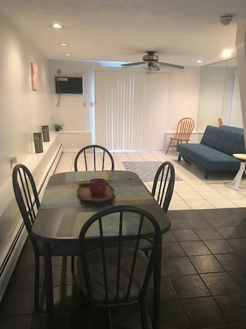 Nice 1 bedroom Apt. 10-15 mins. from Logan Airport