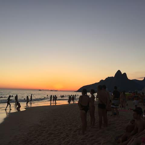 LOFT NO ARPOADOR aconchegante e ao lado da praia mais bonita do Rio de Janeiro.