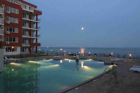 1st line beautiful beach 7pools playgrounds +more