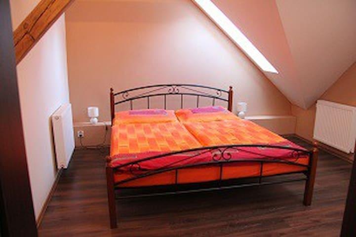 attic room 3