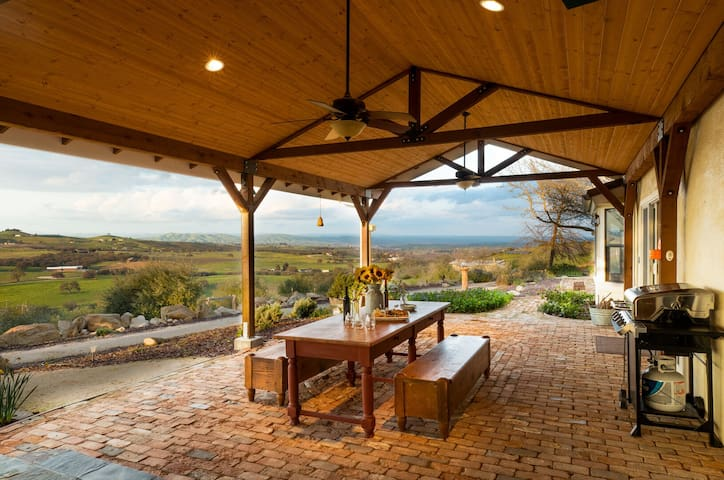 Enjoy Amazing Sunsets over the Valley | 4.5 Acre Ranch Style Home ❤ by AvantStay