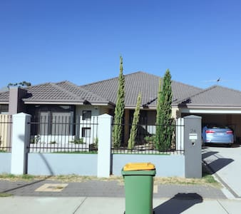 BEAUTIFUL NEW LARGE HOUSE - Maddington - Casa