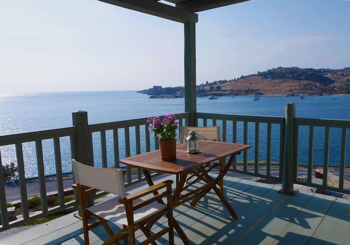 Aegean front Flat: Koundouros, Kea
