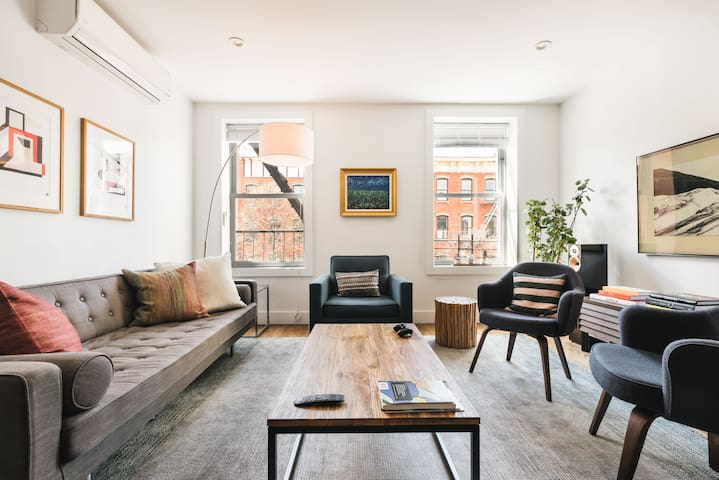 Best of Brooklyn - Williamsburg 2 Bed/2 Bath Apt