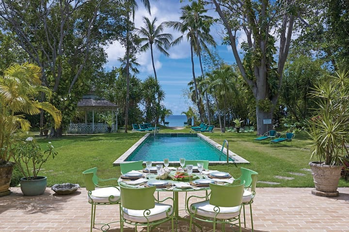 Tropical Beachfront Villa with Pool - Nelson Gay