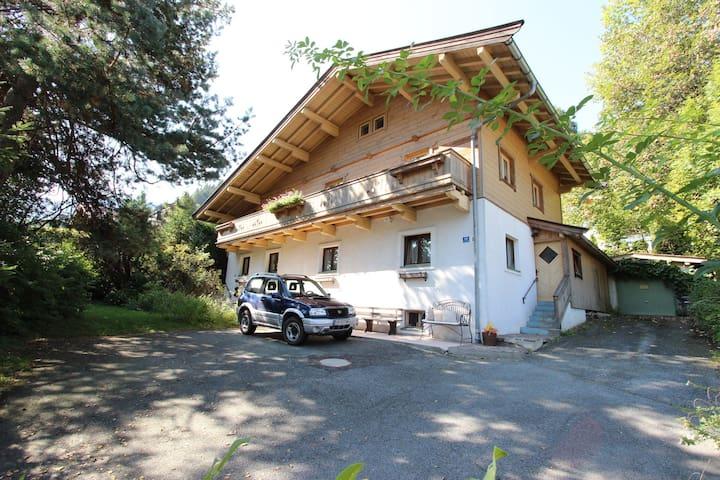 Atractivo apartamento en las afueras de Kitzbühel y cerca de la estación de esquí.