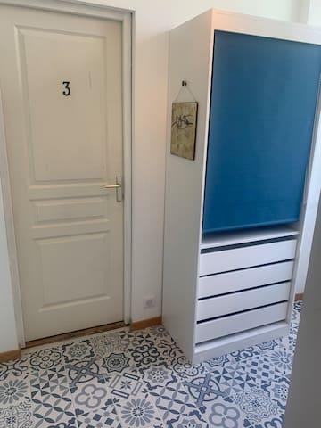 Patio d'accès à la chambre #3 avec dressing