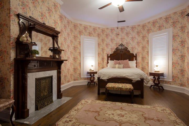 Belle Louise Historic Guest House - Sallie Abigail