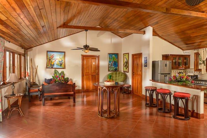 Bella Villa de 2 Habitaciones en Laguna de Apoyo - NI - Villa