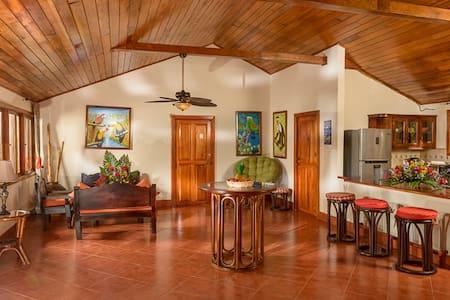 Bella Villa de 2 Habitaciones en Laguna de Apoyo