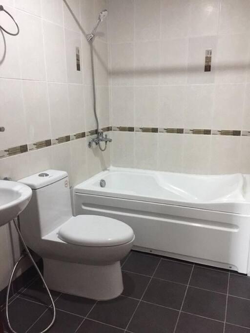 Bathroom clean, spacious and with bathtub!