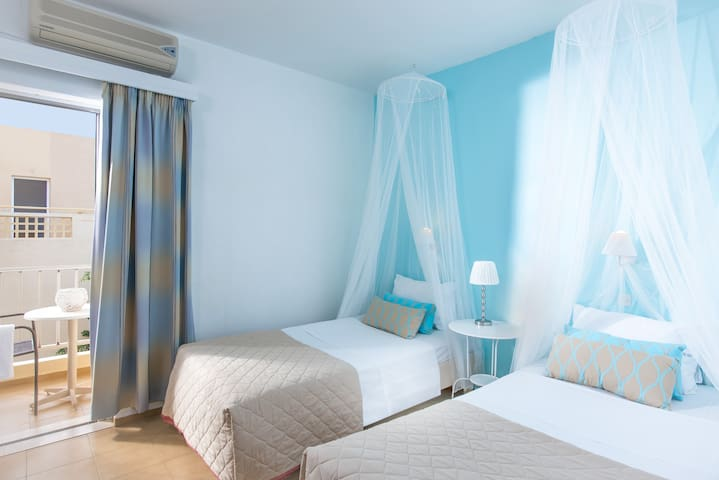 Modern double room in Malia - Malia - Bed & Breakfast