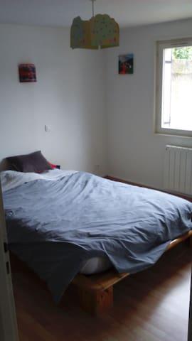 chambre avec salle de bain indépendante au calme - Mâcon