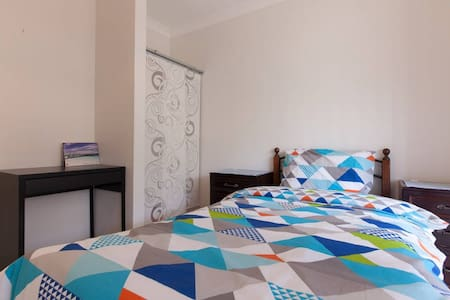 Accommodation Close to Airport - Redcliffe - House