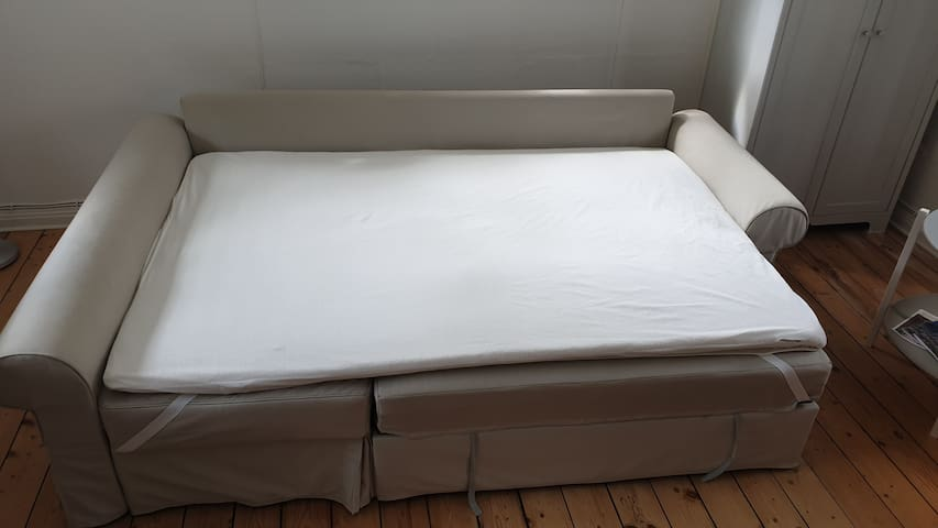 -The bed is now ready for bed linen, duvet and pillows