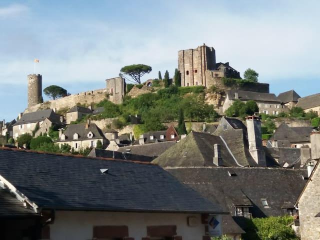 Limousin - Perigord - TURENNE maison entière
