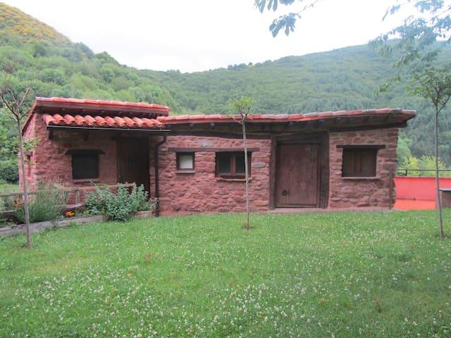 Cabaña con prado en plena naturaleza - Turza