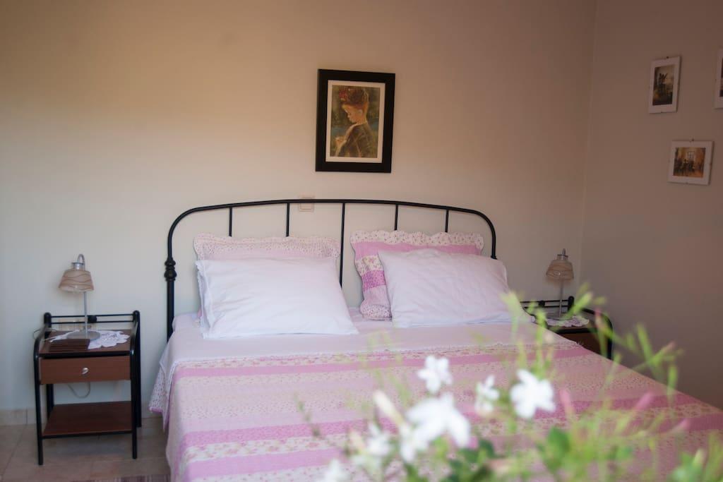 bedroom                             κρεβατοκάμαρα
