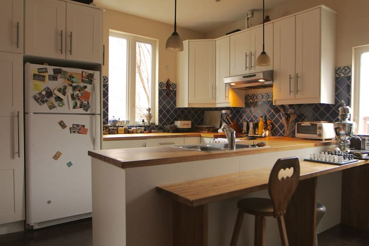 Open kitchen. Perfect for cooking and entertaining.