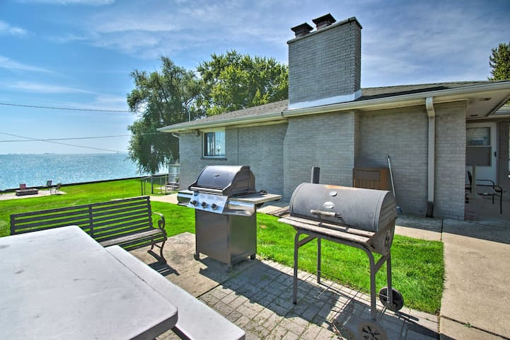 You'll have access to common amenities like these grills.