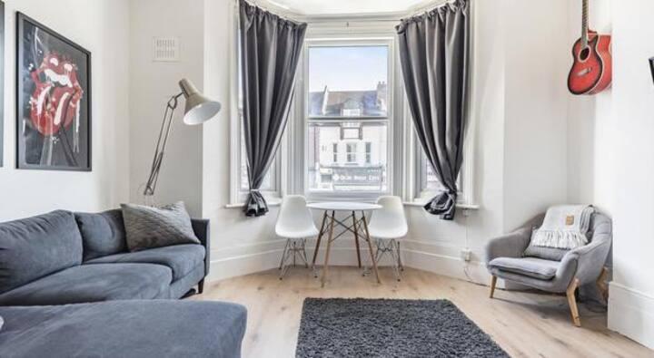 Modern 2 bed flat in Brockley SE London nr station