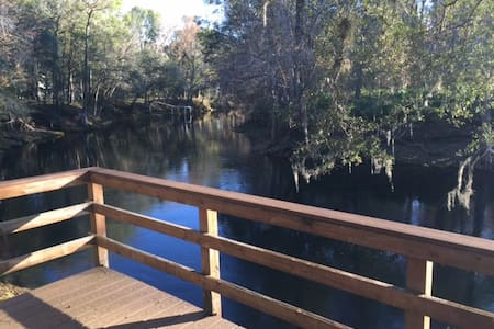 Riverbend Paradise directly on the Santa Fe River - Fort White