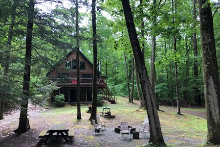 Hand crafted cabin in the Woods!
