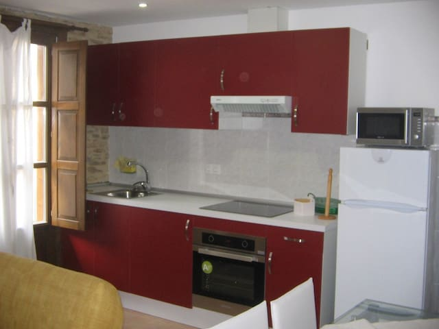 Apartamento con balcón bónito y confortable - Viveiro - Huoneisto