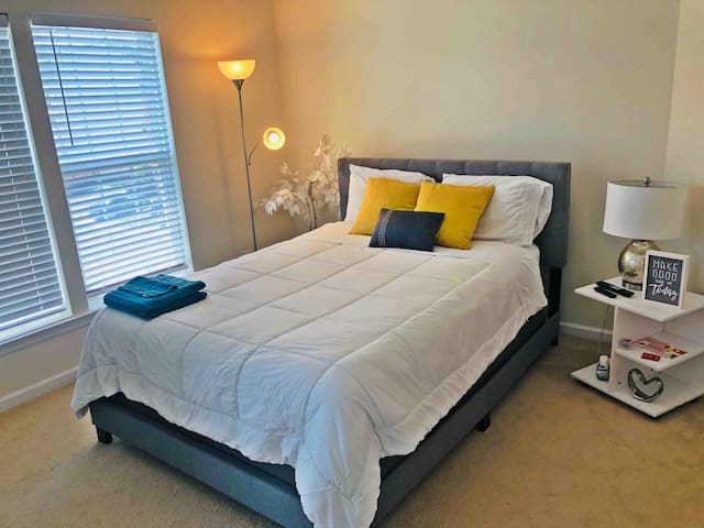 ✨DISCOUNTED Spacious Bedroom with Bath in Ayrsley✨