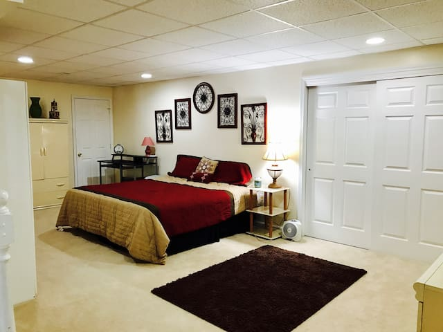 Private Fully-Furished Basement, Near UofR/RIT - West Henrietta - Casa