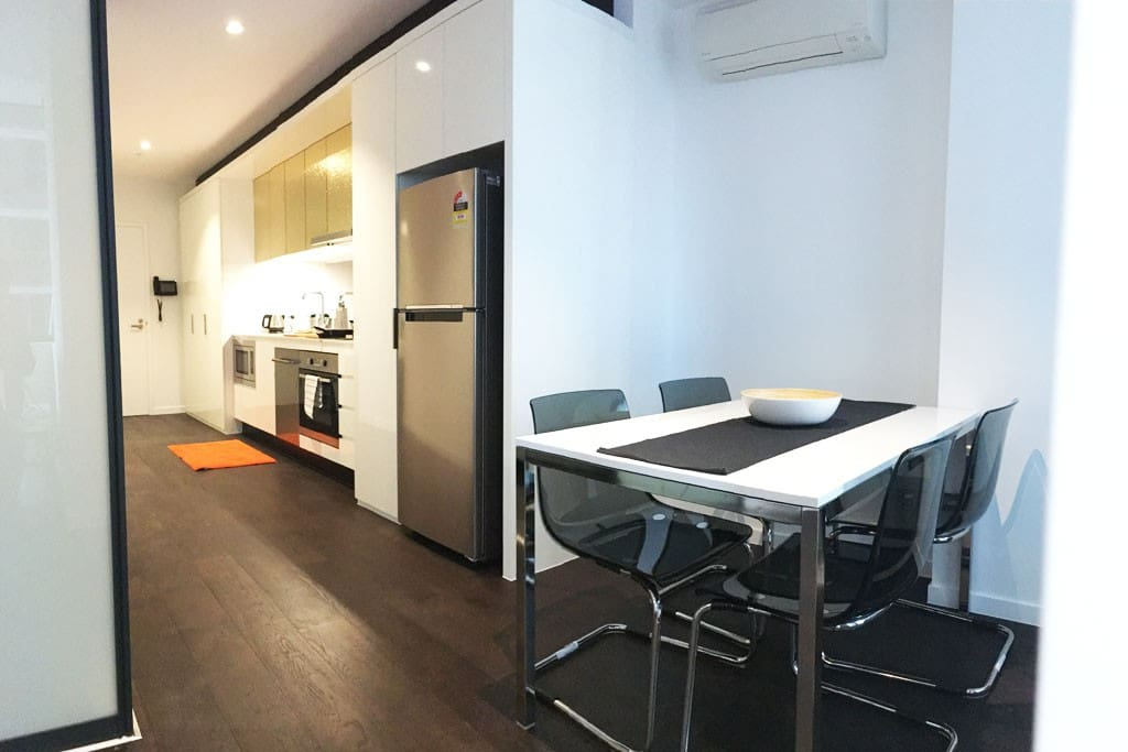 A spacious kitchen & dining area.