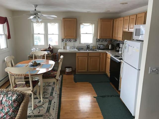 Common Kitchen/Dining Area