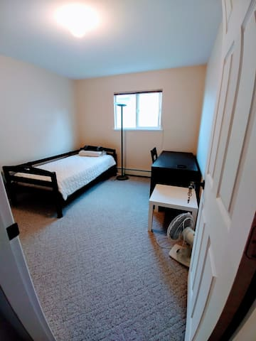 🇨🇦 Guildford mall 6 min bus - Bedroom
