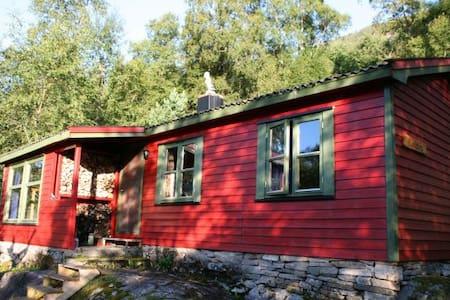 Idyllische Hütte am Snillfjord - Krokstadøra - 独立屋