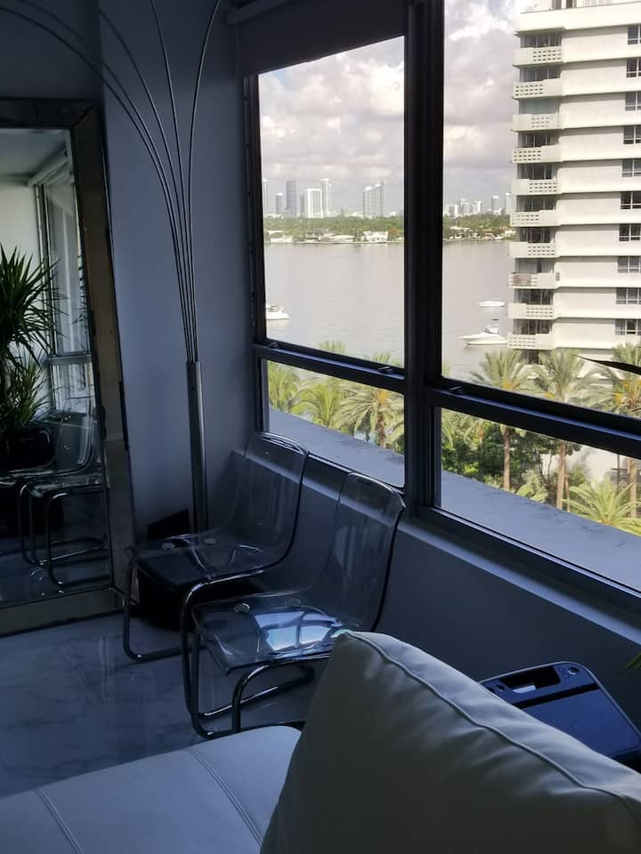 SPECIAL OFFER!!    IN THE HEART OF MIAMI BEACH