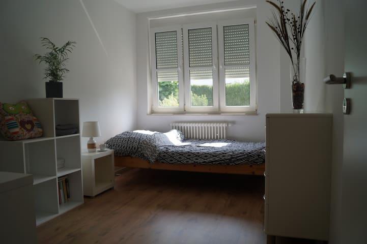 Ruhiges & Zentrales Zimmer mit Terrasse