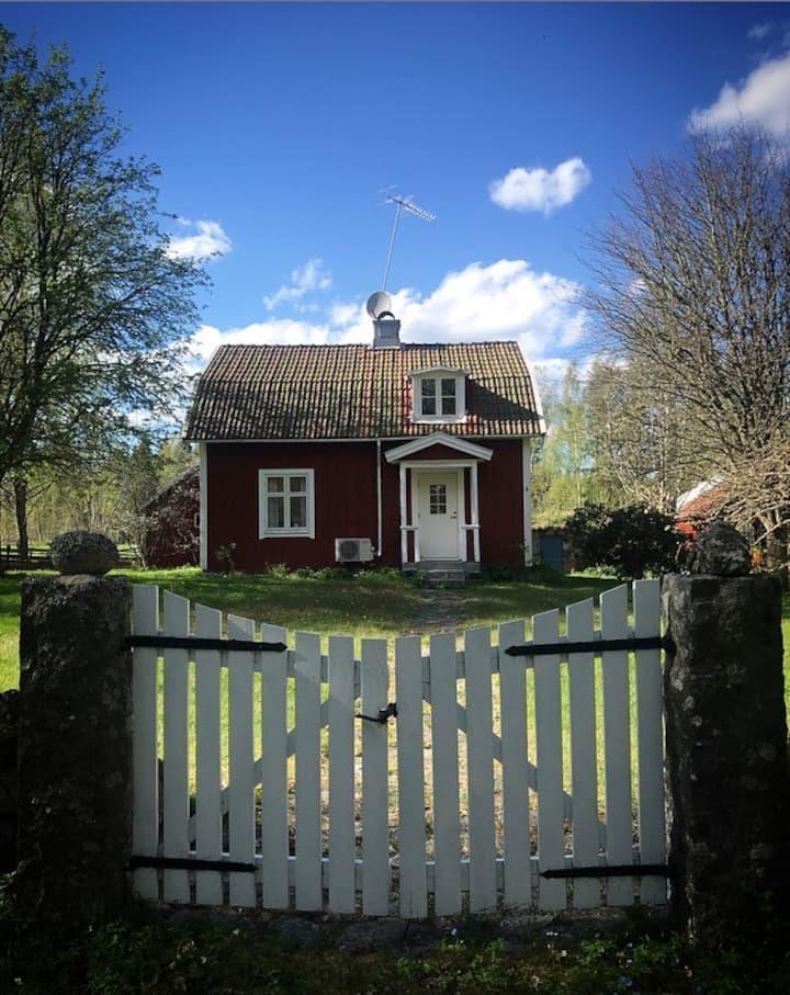 Koppla av eller arbeta  i vårt hus i Södra Småland