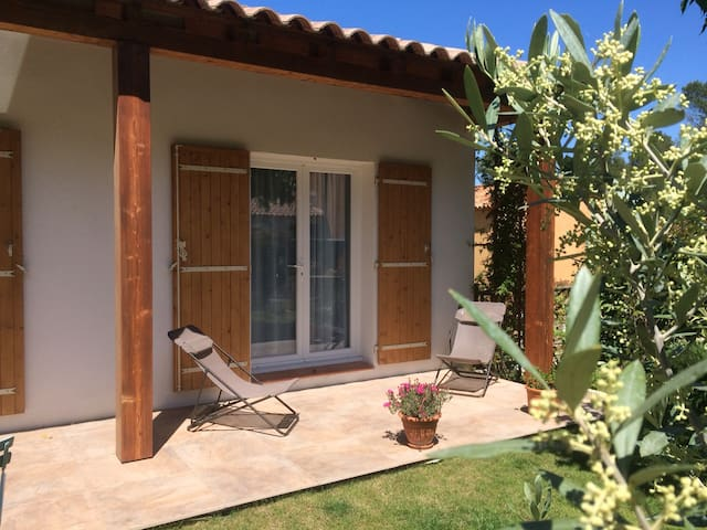 1 or 2 bedrooms for 1 to 4 travelers - Aubagne B&B
