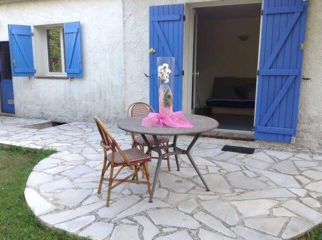 Studette indépendante dans villa. - Peymeinade - Huis