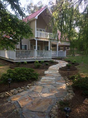 Beautiful Lake Home, Private Dock Slip, Relaxing!