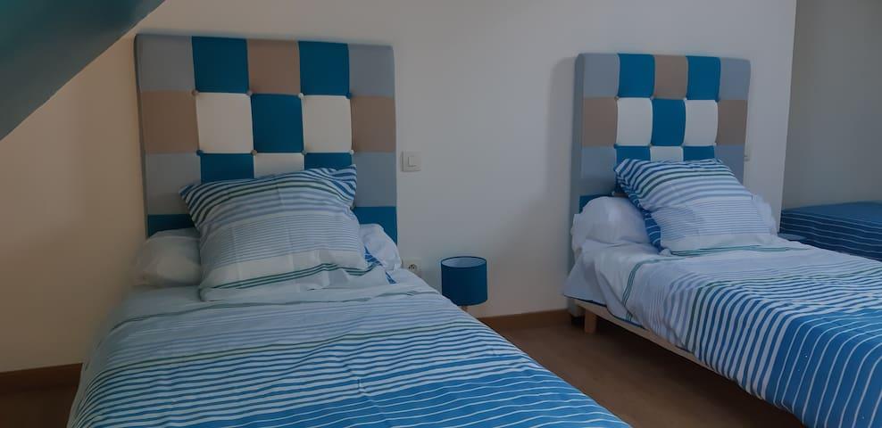 Chambre bleue 3 lits simple