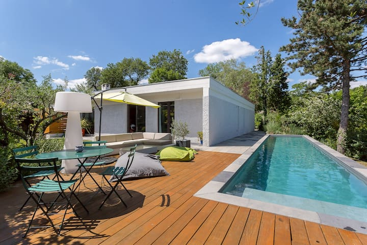 Nice house of architect, 70s style, with pool