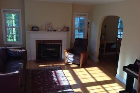 Sunny home close to UW hospital and campus