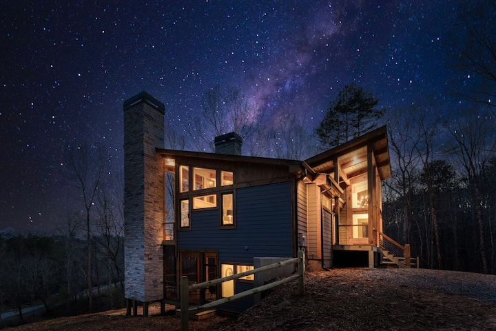 Brand New Cabin! 3 Miles from downtown Blue Ridge!