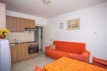 Apartments Botic / One Bedroom A3 - Kastel Stari